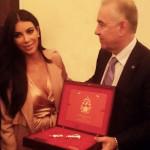 Dedicated to the memory of Robert Kardashian, the Armenian Pen team has presented the Armenian Pen to the Kardashian family